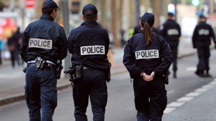 Opt migranţi, între care patru copii, găsiţi într-un camion frigorific din Franța