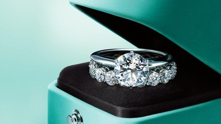 Cel mai bogat om din Europa oferă miliarde de dolari pentru brandul de bijuterii Tiffany