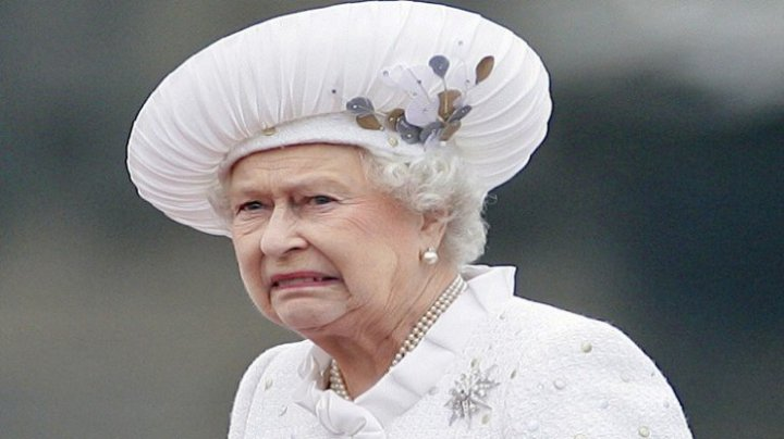 Regina Elisabeta a II-a îl pedepseşte pe fiul său prinţul Andrew