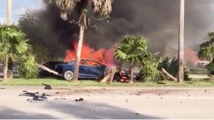 Moarte cumplită! Proprietarul unei mașini Tesla a ars de viu în mașină, pentru că portierele nu s-au deschis din exterior