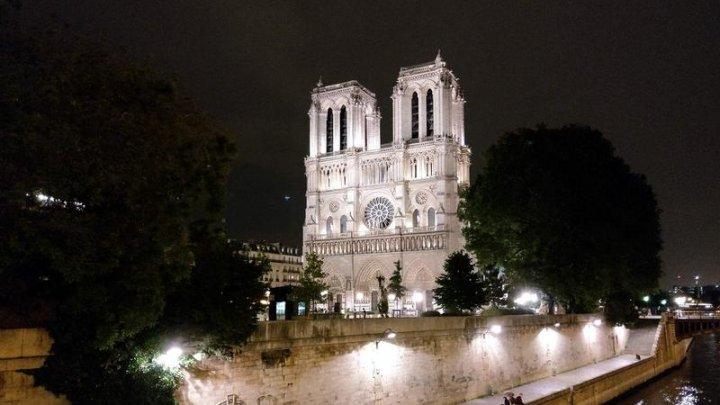 Două femei care au încercat să detoneze o bombă în apropiere de Notre-Dame şi-au aflat SENTINŢA