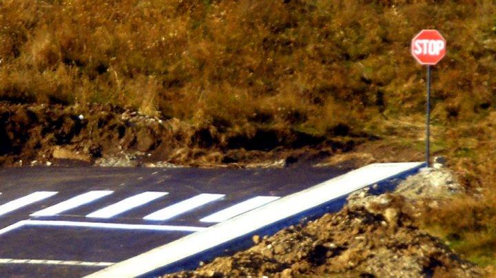 De râs şi de plâns. În România a fost asfaltată o stradă care se termină în câmp (FOTO)