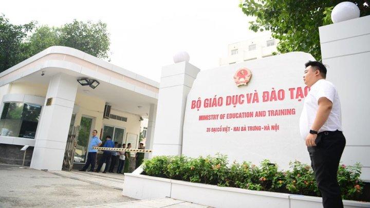Ministrul adjunct al Educaţiei din Vietnam a murit după ce a căzut de la etajul opt al instituţiei