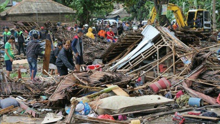 Alarme false de tsunami în Indonezia. 135.000 de oameni refuză să părăsească adăposturile temporare