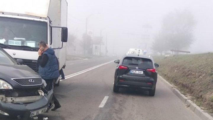 Accident în sectorul Ciocana al Capitalei. Un camion s-a ciocnit cu un autombil (FOTO)