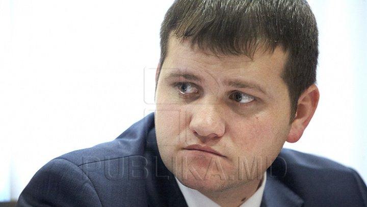 Valeriu Munteanu: De ce-i trebuie chelului tichie de mărgăritar şi lui Ion Ceban sediu nou la primărie