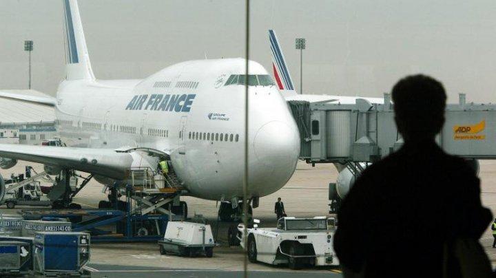 Un avion a întors deasupra Oceanului Atlantic. La bord era un telefon nerevendicat