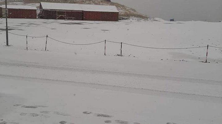 Iarna îşi arată colţii. A NINS abundent pe Transfăgărășan (VIDEO/FOTO)