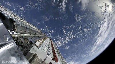 SpaceX a lansat a doua tranşă de sateliţi din viitoarea sa constelaţie ''Starlink''