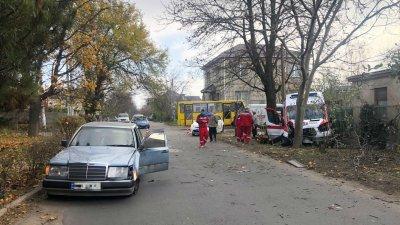 O ambulanţă a fost făcută zob, iar patru persoane au fost rănite  într-un accident la Odesa