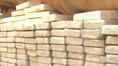 Captură uriașă de droguri. Peste patru tone de cocaină, descoperite într-un container cu lemne