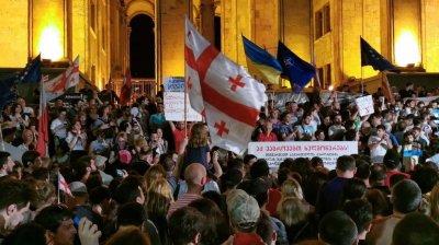 AMPLE PROTESTE în Georgia. Oamenii sunt revoltaţi de anularea sistemul mixt de vot