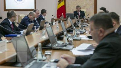 Premierul ar susţine candidatura Monicăi Babuc la Ministerul Educaţiei, dar neagă afirmaţiile lui Candu privind noi numiri la Guvern
