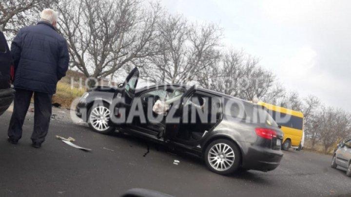 Accident în apropiere de satul Chirsova. Trei maşini s-au ciocnit violent. Patru ambulanţe, la faţa locului (FOTO)