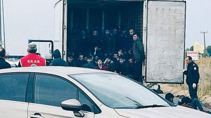 Camionul, în care erau transportaţi 41 de migranţi afgani, aparţine unui moldovean