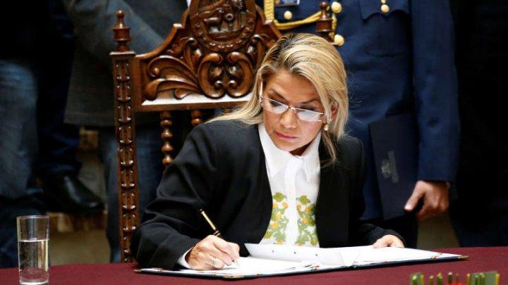 Preşedinta interimară a Boliviei a promulgat legea ce prevede organizarea de noi alegeri