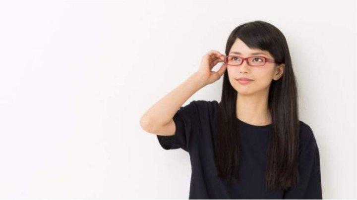 De ce nu au voie angajatele din Japonia să poarte ochelari de vedere la locul de muncă