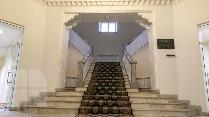 Ar putea fi transformată în muzeu. Vezi cum arată clădirea Primăriei Chişinău la momentul actual (FOTOREPORT)
