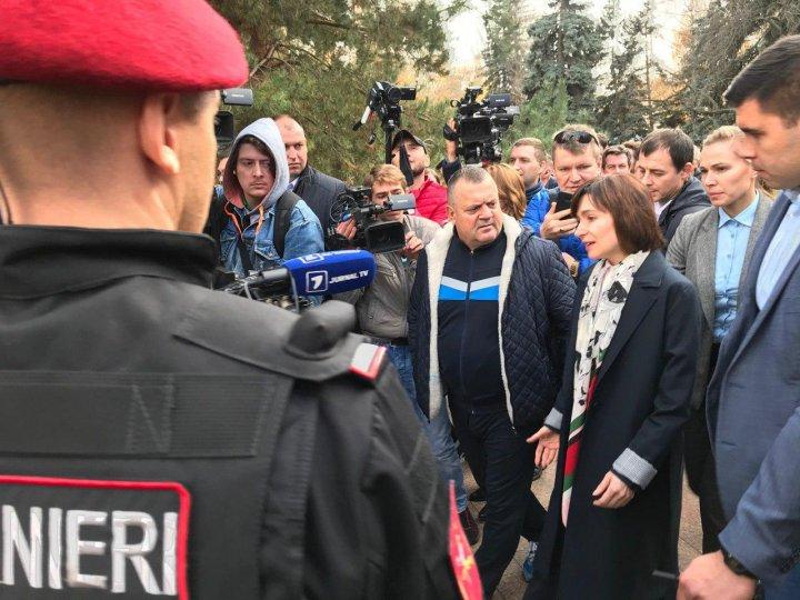 Protest la Parlament pentru susţinerea Maiei Sandu: Noi nu cedăm, lupta continuă (VIDEO/FOTO)