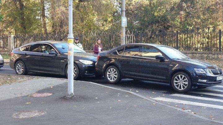 ACCIDENT MATINAL în Capitală. Două maşini s-au ciocnit. Poliţia, la faţa locului (FOTO)