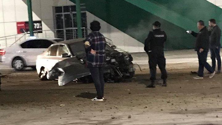 ACCIDENT GRAV în Capitală. Un tânăr BEAT şi-a făcut praf maşina (FOTO)
