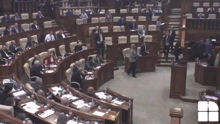 Blocul ACUM a părăsit plenul Parlamentului: Nu vom participa la acest show