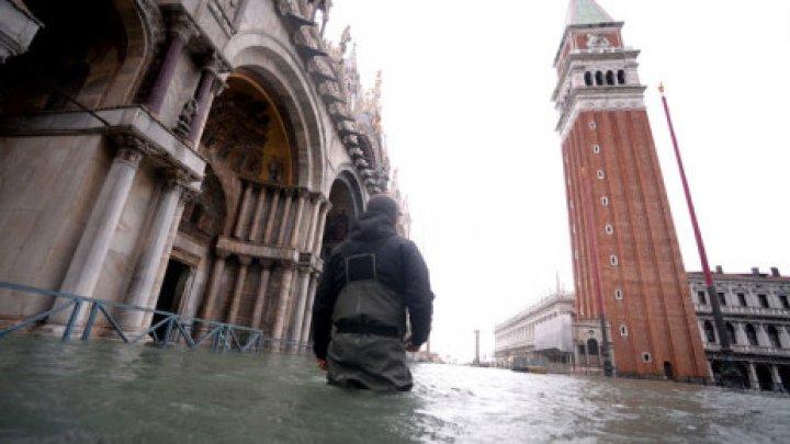 Veneţia din nou sub ape. Oraşul a fost inundat duminică în proporţie de 70%