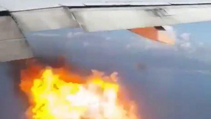 MOMENTE TERIFIANTE pentru pasagerii unui avion. Un motor a luat foc în zbor (VIDEO)
