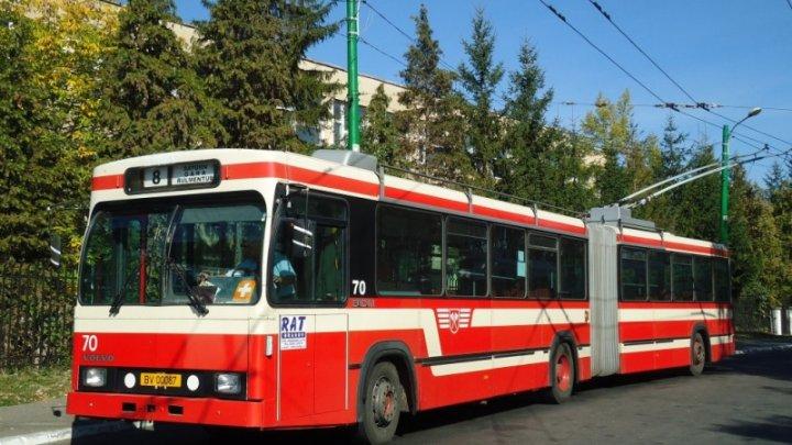 Un șofer de troleibuz din Braşov a găsit un rucsac cu 4.000 de euro