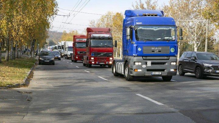 Până la finele anului transportatorii moldoveni vor primi doar 500 de autorizaţii de tranzit în Rusia