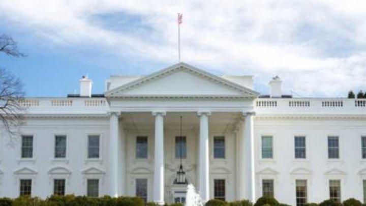 O persoană a fost arestată după ce a încercat să intre cu maşina la Casa Albă