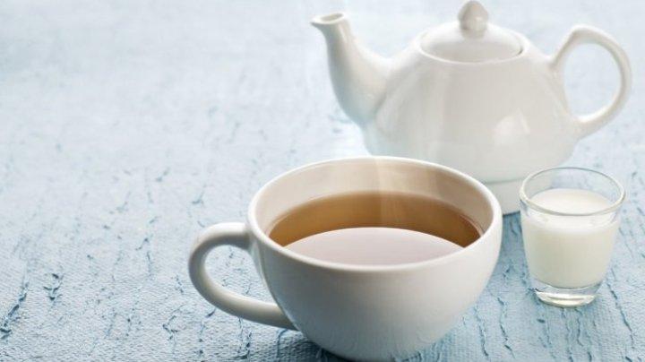Sigur nu ştiai asta! Motivul pentru care este bine să bei ceaiul cu lapte