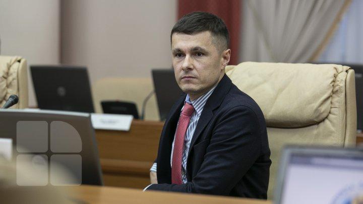 Va putea sau nu să ocupe Vlad Filat funcţii de răspundere, după ce a fost eliberat. Răspunsul ministrului Justiţiei