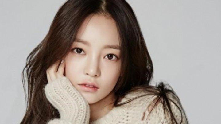 O cântăreață a fost găsită moartă în locuinţa sa din Seul