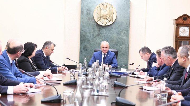 Întrevedere matinală. Igor Dodon s-a întâlnit cu prim-ministrul și miniștrii din noul Guvern. Ce au discutat