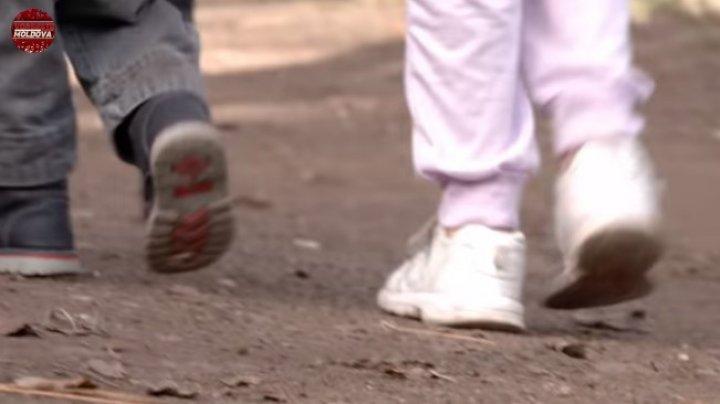 ȚI SE RUPE INIMA! Povestea șocantă în care s-a pomenit o mamă cu trei copii, la Vorbește Moldova (VIDEO)