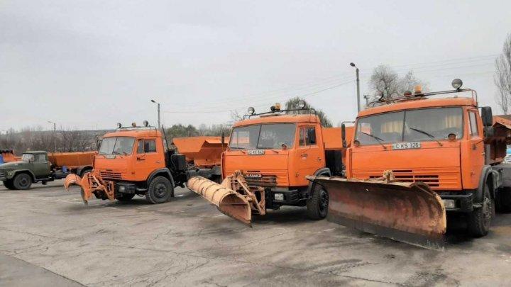 Gata pentru iarnă! Drumarii din Capitală sunt pregătiți pentru a face față situației în sezonul rece (FOTO)