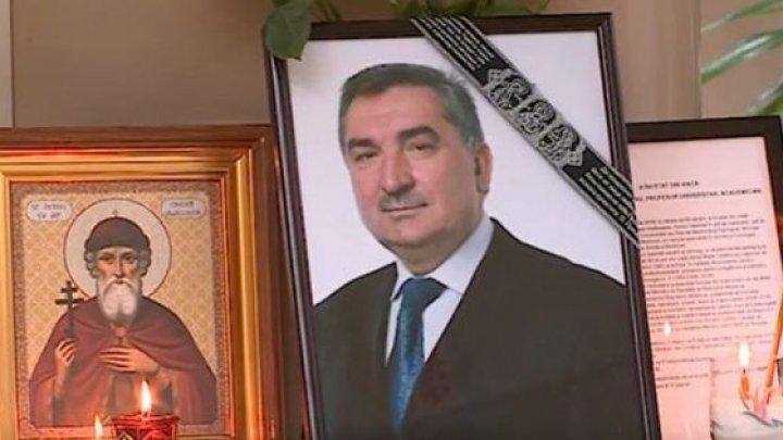 Reputatul chirurg Vladimir Hotineanu a fost condus astăzi pe ultimul drum