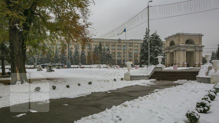 PRIMII FULGI - o normalitate pentru sfârşitul lunii noiembrie? Vezi cum arăta Capitala anul trecut (FOTOREPORT)
