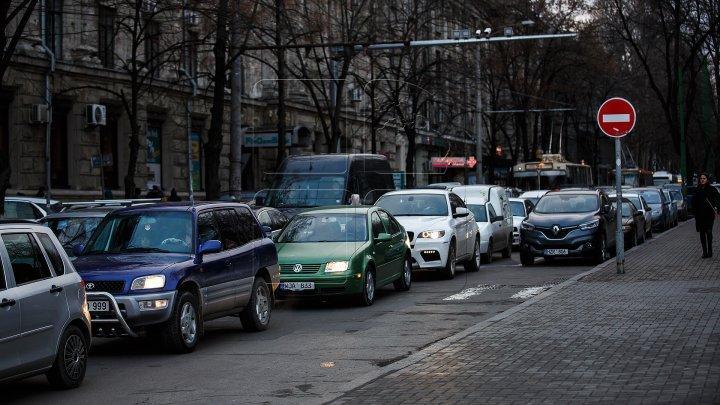 InfoTrafic. Flux majorat de transport pe mai multe străzi din Capitală