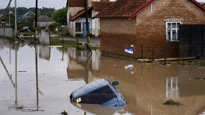 INUNDAŢII PUTERNICE ÎN RUSIA. 50 de localităţi din Novgorod sunt afectate