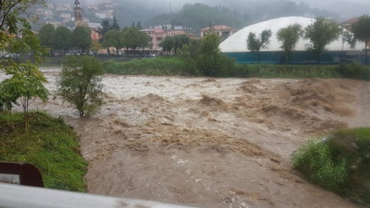 VREME REA ÎN FRANŢA ŞI NORDUL ITALIEI. Risc de inundaţii şi alunecări de teren, sute de mii de case fără lumină