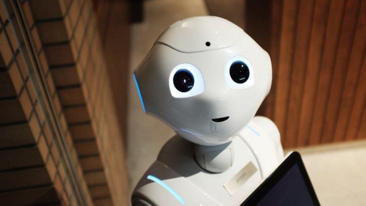 Ţara în care elevii bolnavi pot sta acasă și își pot trimite robotul la școală în locul lor