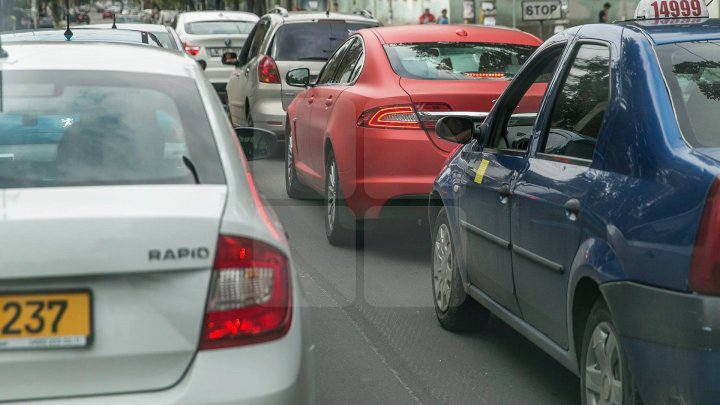 În Moldova ar putea fi introdusă o taxă pe valoare adăugată pentru automobile, în funcţie de capacitatea motorului