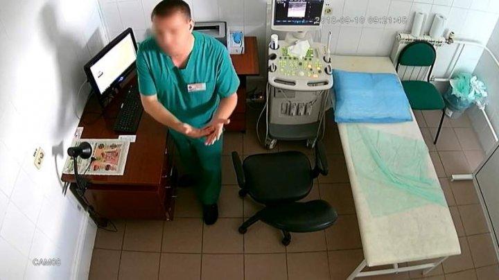 Medic ginecolog, acuzat că filma pacientele pe ascuns și posta imaginile pe un site pentru adulți