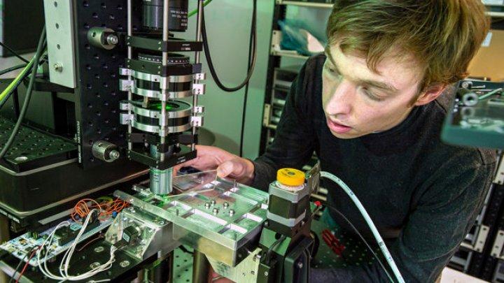 Microsoft a dezvoltat o tehnologie care foloseşte sticlă ultra-rezistentă pentru stocarea datelor