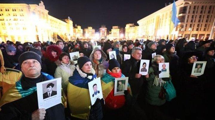 """Mii de persoane au manifestat la Kiev contra unei """"capitulări"""" în faţa Rusiei"""