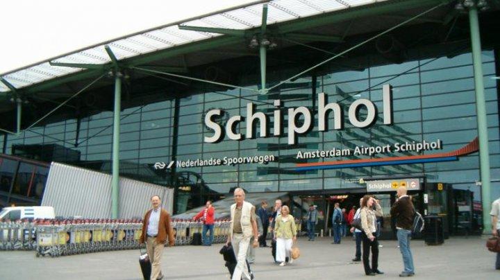 Situație de urgență pe un aeroport din Amsterdam. Un pachet suspect ar fi fost găsit la bordul unui avion