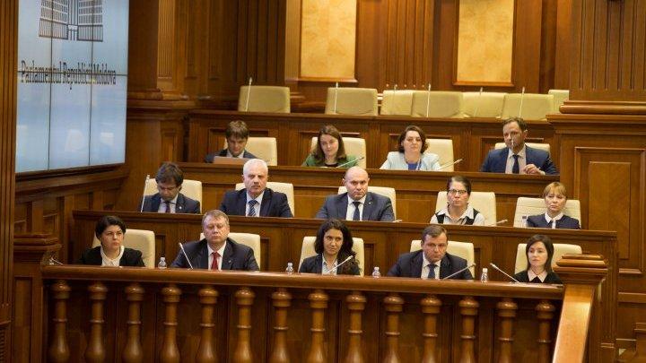 Guvernul Sandu a căzut. 63 de deputaţi au votat pentru moţiunea de cenzură (VIDEO)