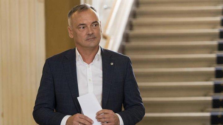 Scandal în Ungaria! Primarul reales al Gyorului și-a dat demisia, după ce a fost filmat pe un iaht în ipostaze compromiţătoare